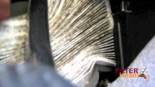 Видео: Cabin air filter replacement- Volvo S40 Ремонт автомо ...